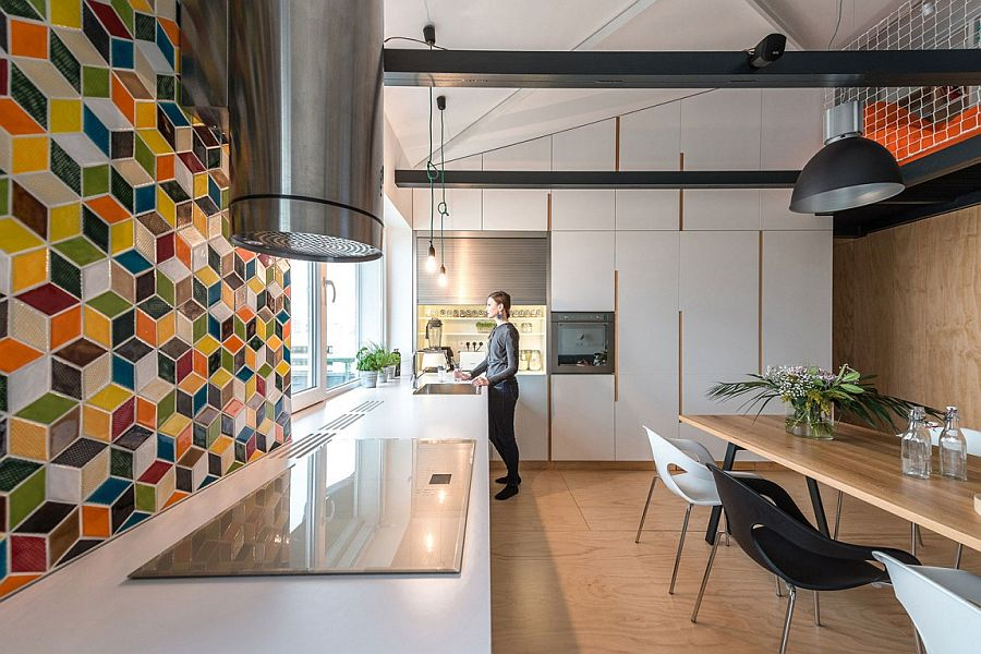 Geometric tiled backsplash for the kitchen