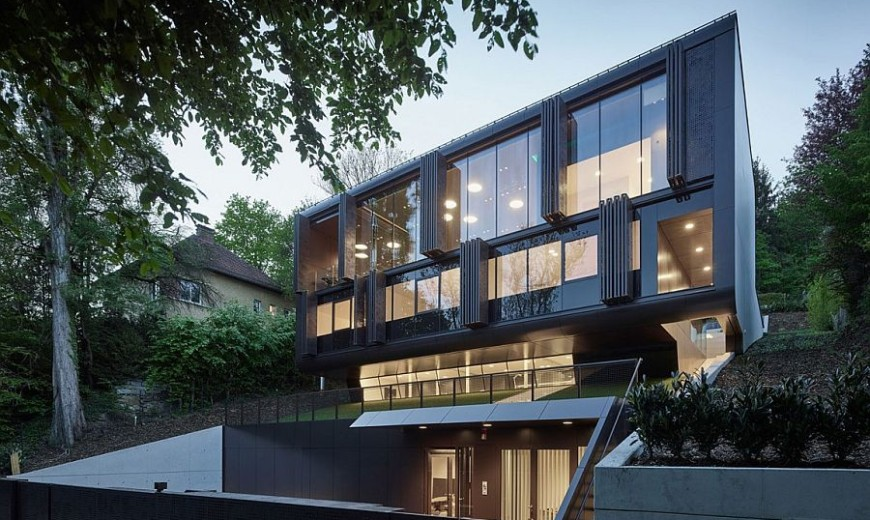 One Home – Two Faces: Perforated Steel Shading System Enthralls at House GT