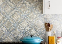Gorgeous backplash mosaic with blue overlapping circles 217x155 18 Gleaming Mosaic Kitchen Backsplash Designs