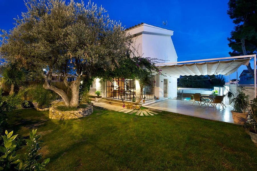 Gorgeous private yard of the Benicassim home