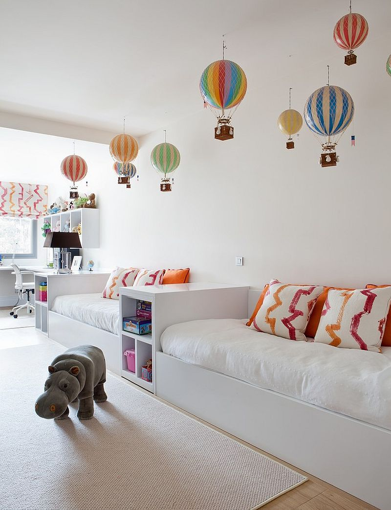 Hot air balloons are by Authentic Models bring color to the contemporary kids bedroom [Design: Covadonga Cánovas]