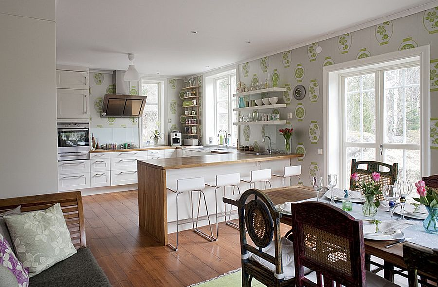 Kabuki Lanterns Wallpaper in the spacious kitchen [From: Fotograf Lisbet Spörndly]