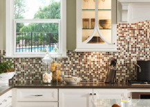 Kitchen backsplash with different shades of brown and neutral colors