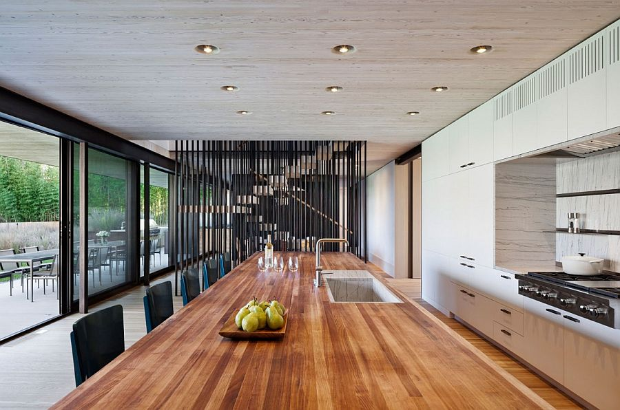 Large dining area connected with the landscape outside through sliding glass doors