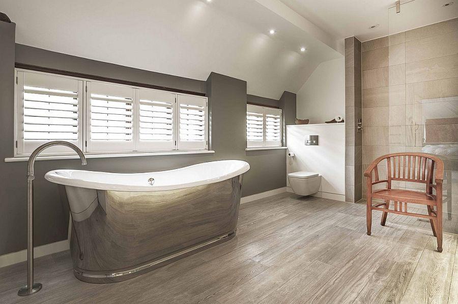 Metallic bathtub adds shiny glint to the contemporary bathroom