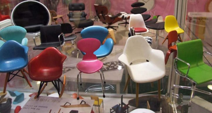 Miniature Eames chairs from Alibaba Design in Miniature: Modern Dollhouse Furniture Ideas