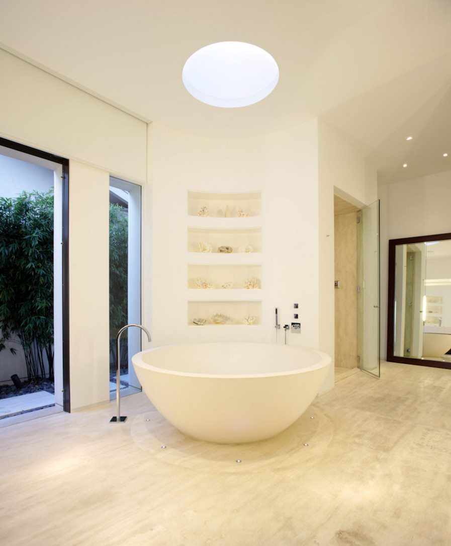 Modern bathroom with a round tub