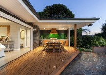 Modern beach style for the inviting and spacious deck
