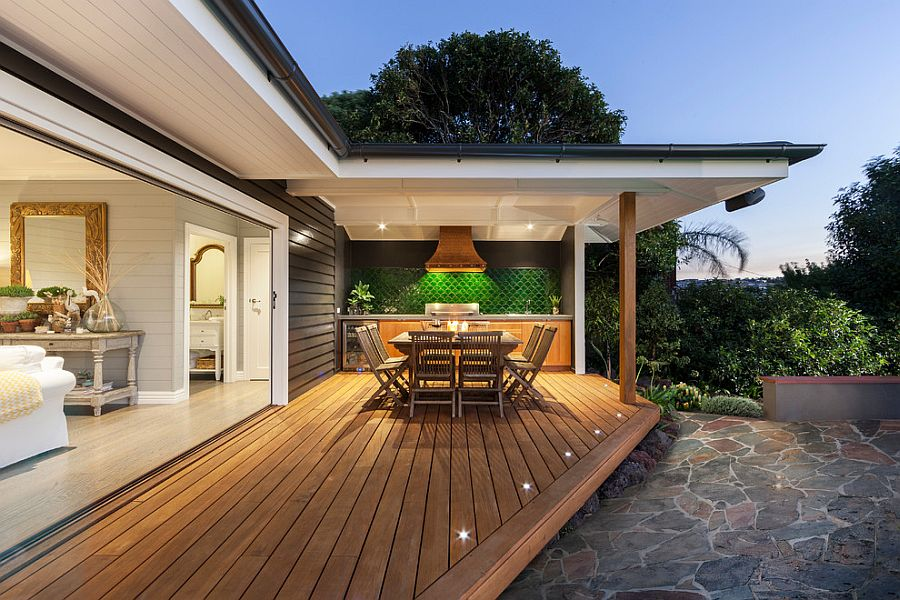 Modern beach style for the inviting and spacious deck [Design: Acorn Garden Houses]