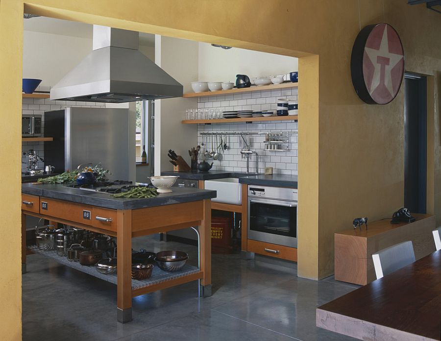 Modern industrial kitchen that places emphasis on functionality [Design: PLACE architect]