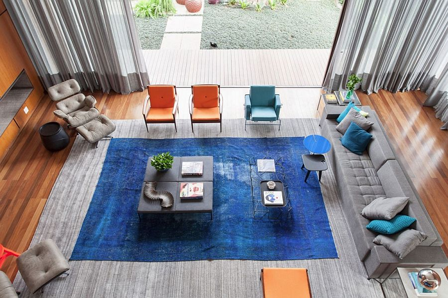 Orange and blue hues in the living room bring color to Casa IV