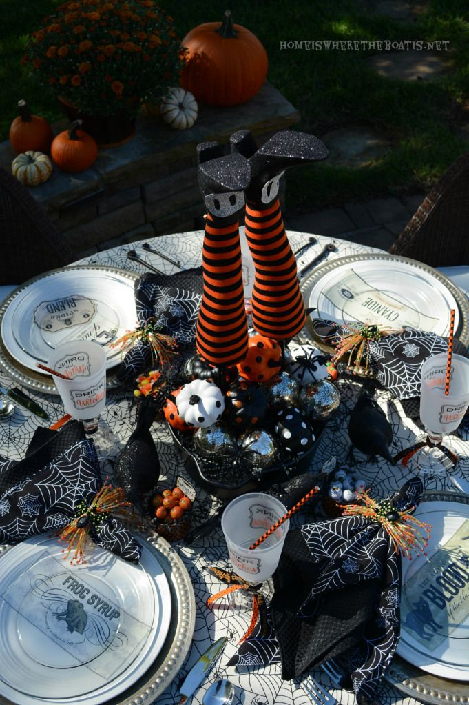 Genial ... Outdoor Halloween Table Setting With Witchu0027s Legs Centerpeice