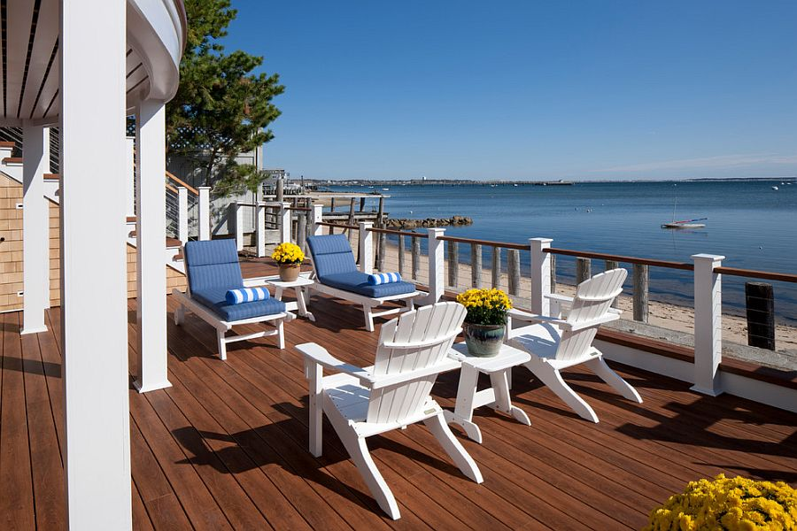 Railing in Ipe wood and Zuri decking sets the tone for the coastal retreat [Design: Peter McDonald Architect]
