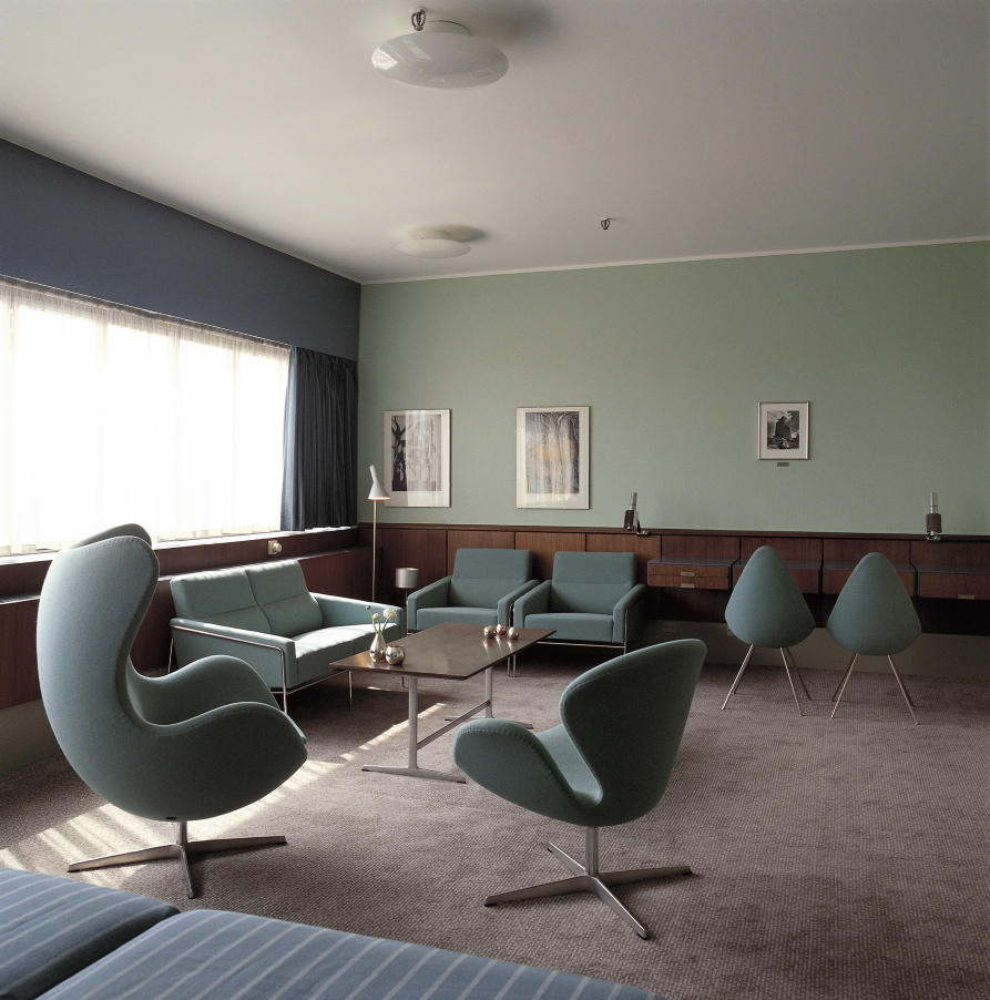 Room 606 in the SAS Royal Hotel in Copenhagen. The room is furnished with the Egg, the Swan, the Drop, Series 3302, 3300. Building and furniture by Arne Jacobsen 1956-1958  Please contact photographer Kim Ahm for obtaining this image in higher resolution than 72 dpi.