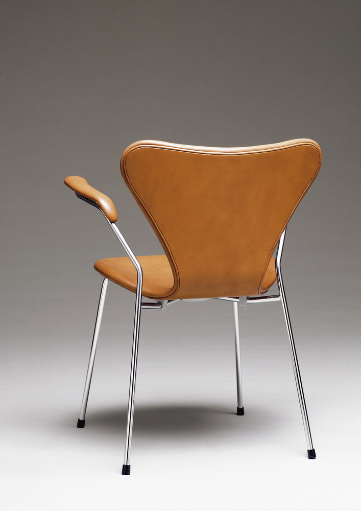 Model: 3207 Udførelse: læder Designer: Arne Jacobsen Designår: 1955 Product: 3207 Finish: leather Designer: Arne Jacobsen Year of design: 1955 Modell: 3207 Ausführung: Leder Designer: Arne Jacobsen Designjahr: 1955