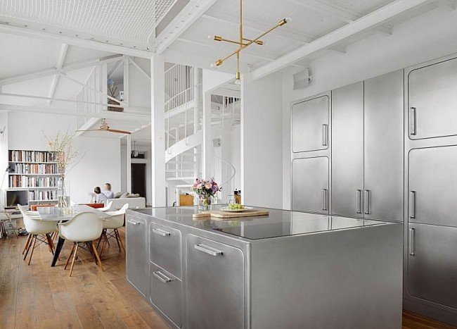 Sizzling Stainless Steel Kitchen Brings Home Professional Panache!