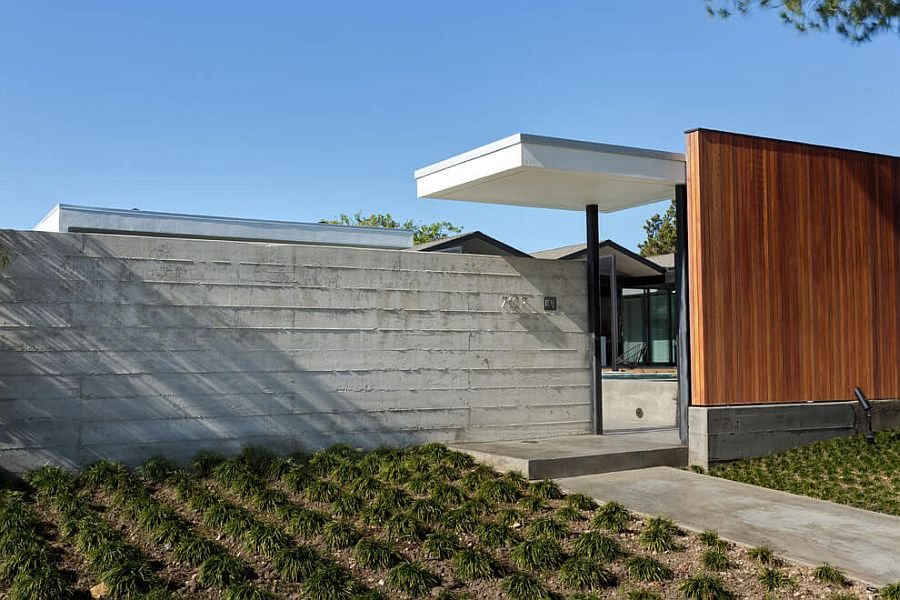 Street facade of the modern Henbest Residence in Rancho Palos Verdes