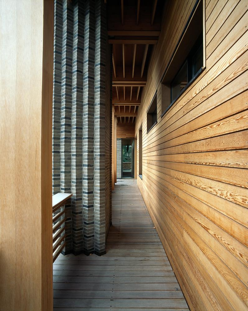 Studio Arch4 F House walkway