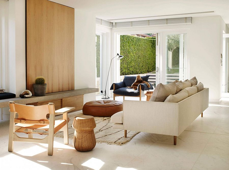 Stylish and sculptural living room of the Aussie home Urbane Minimal Design: Sculptural Decor Enlivens Posh Beachside Sydney Home