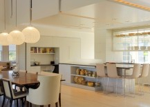 Sweeping kitchen and dining area of the contemporary home [Design: Workshop/APD]
