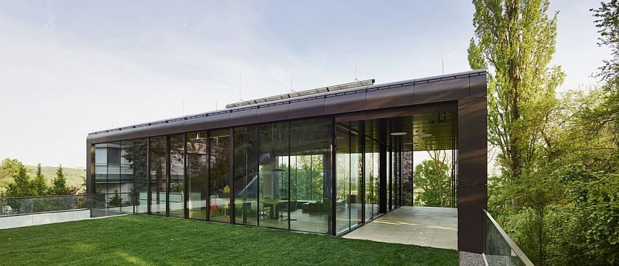 Transparent top level living space of the House GT