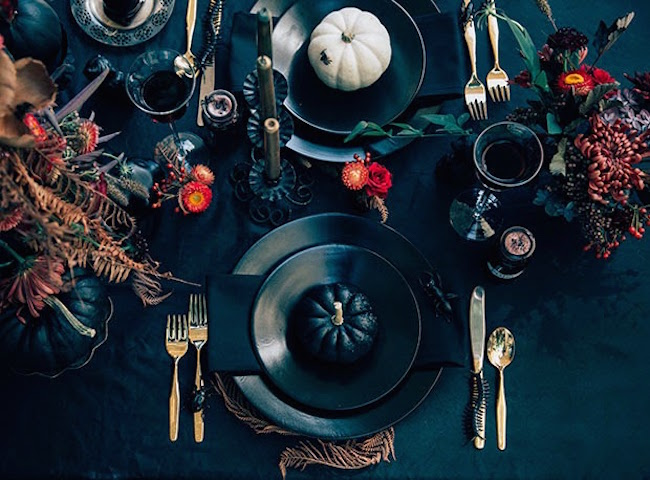 View In Gallery Very Elegant Black Halloween Table Setting With Pumpkins  And Autumn Foliage Part 11