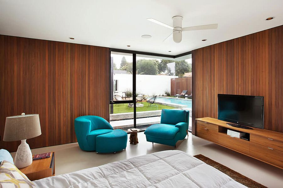 Walls draped in Ipe Wood bring warmth to the interior