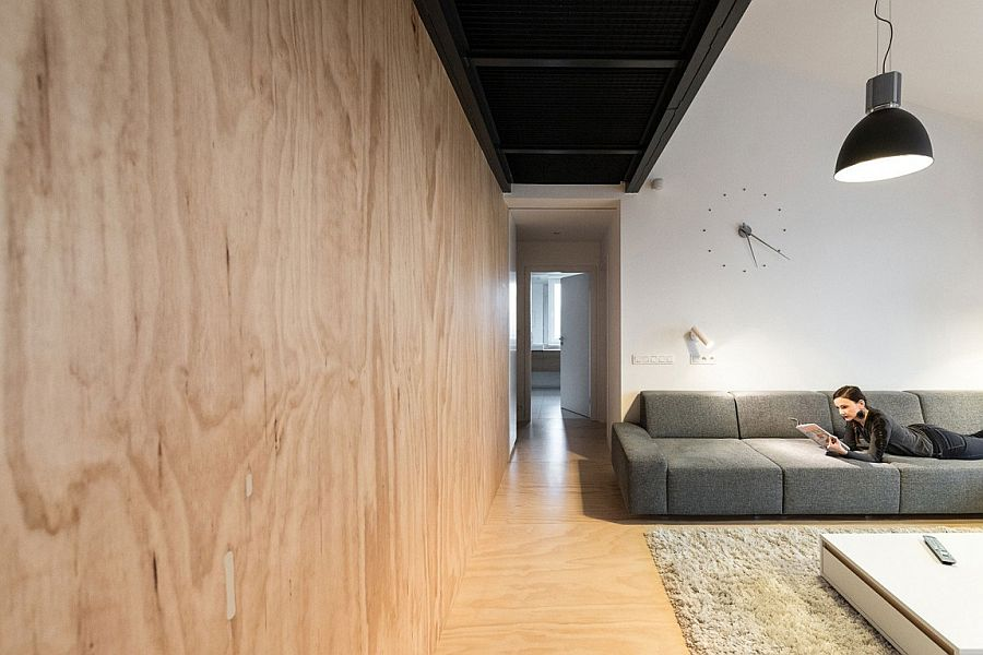 Warm pine wood wall brings coziness to the industrial home