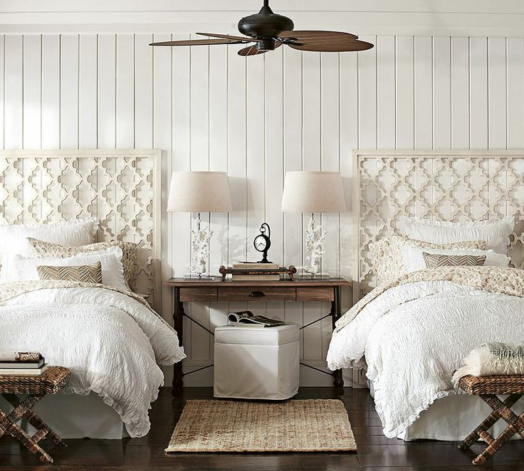 White coastal themed guest room with twin beds for Room design 2 twin beds