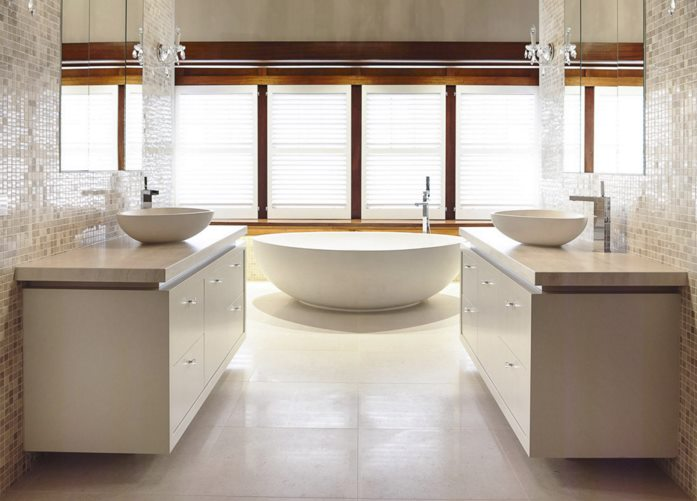 White stone bathtub from Apaiser