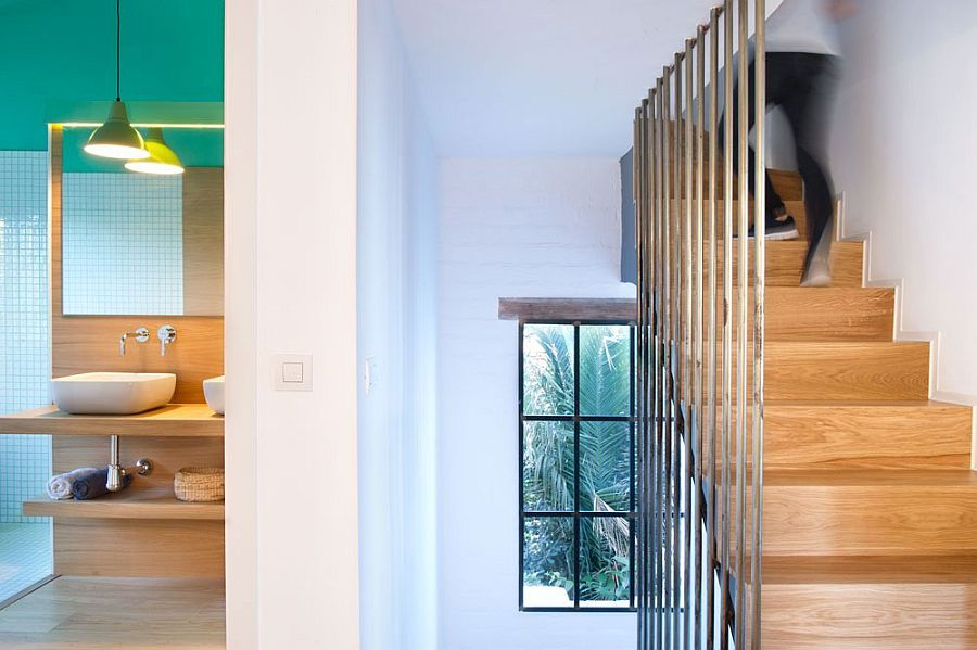 Wooden staircase with metallic support structure