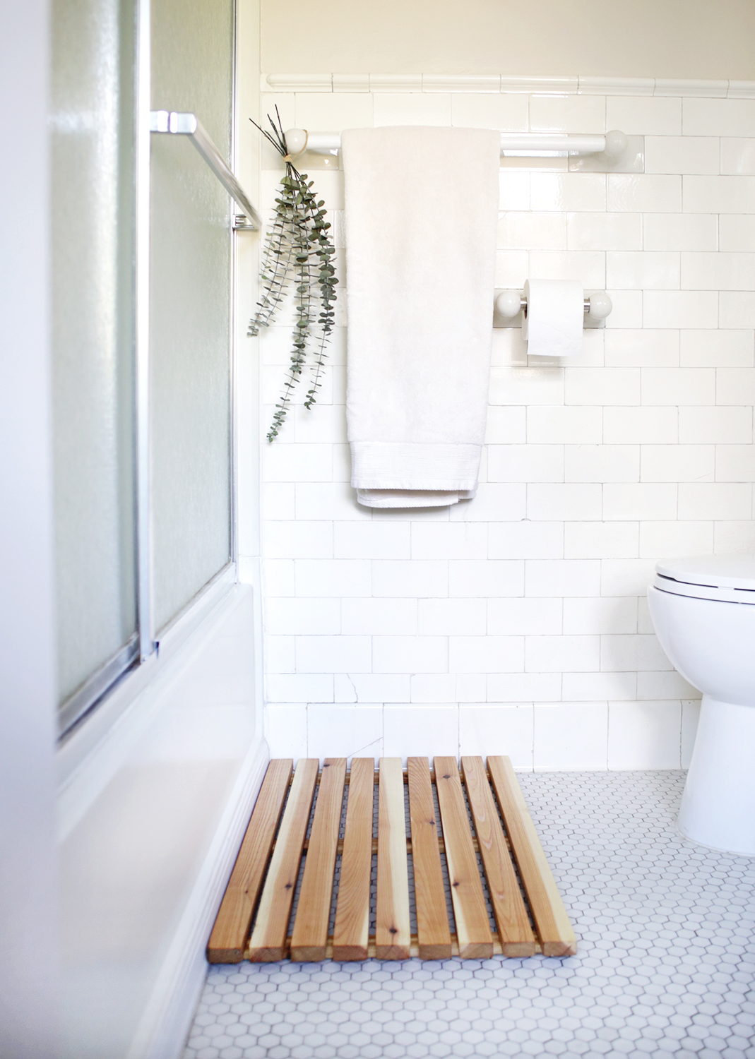 A cedar bath mat is a great DIY project