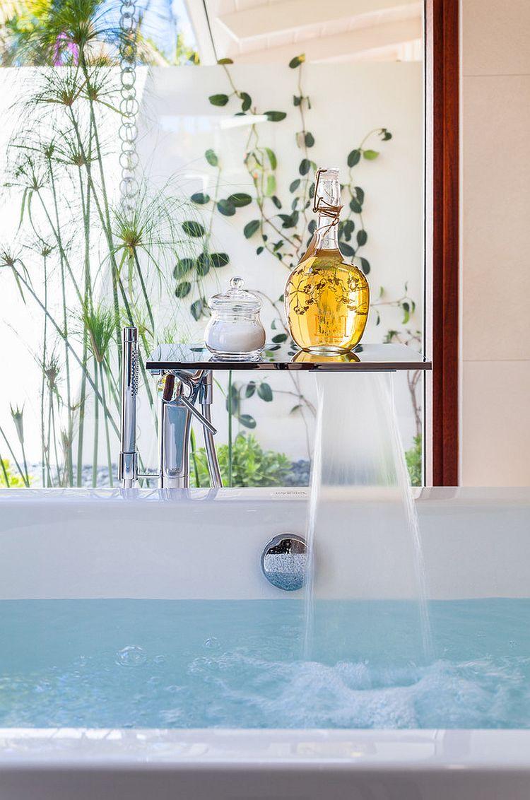 A unique filler for the contemporary bathtub