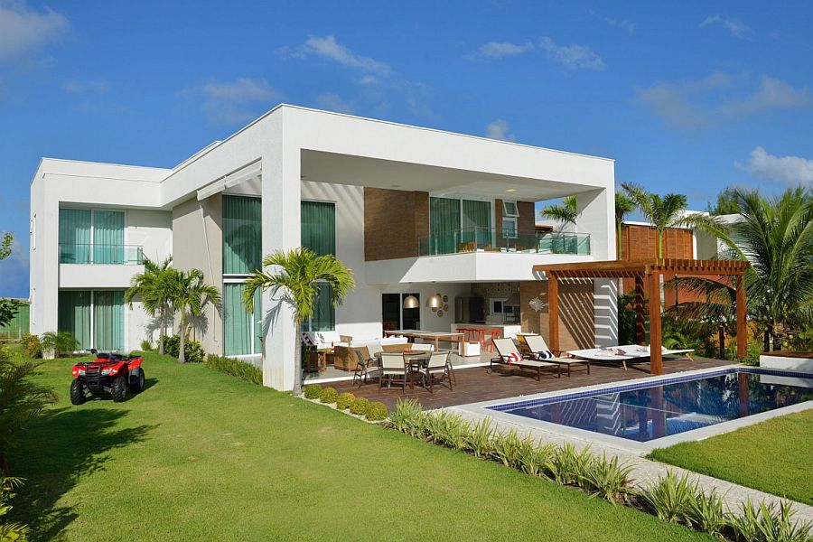 Beautiful beach house in Brazil combines nautical and tropical touches