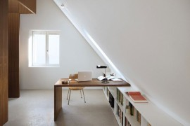 Bright attic with interesting desk for an office space  15 Bright Attic Spaces for an Office or Studio Bright attic with interesting desk for an office space 270x180