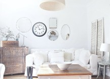 Cheerful-shabby-chic-living-room-with-beach-cottage-vibe-217x155