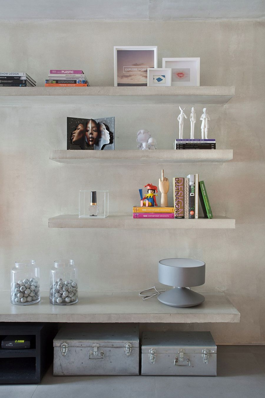 Concrete floating shelves in the living room of the Ipanema apartment