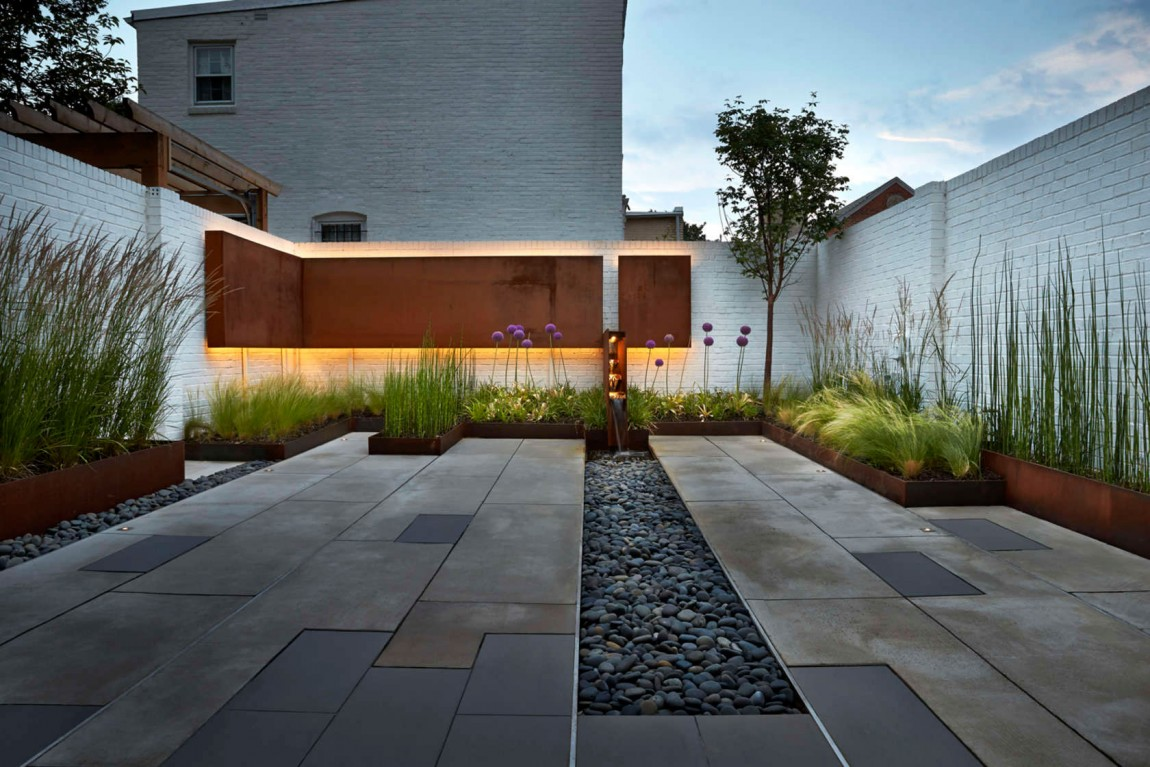 Contemporary landscaping idea for the small modern rear garden