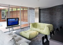 Curved wall in Endicott Brick steals the show in contemporary family room