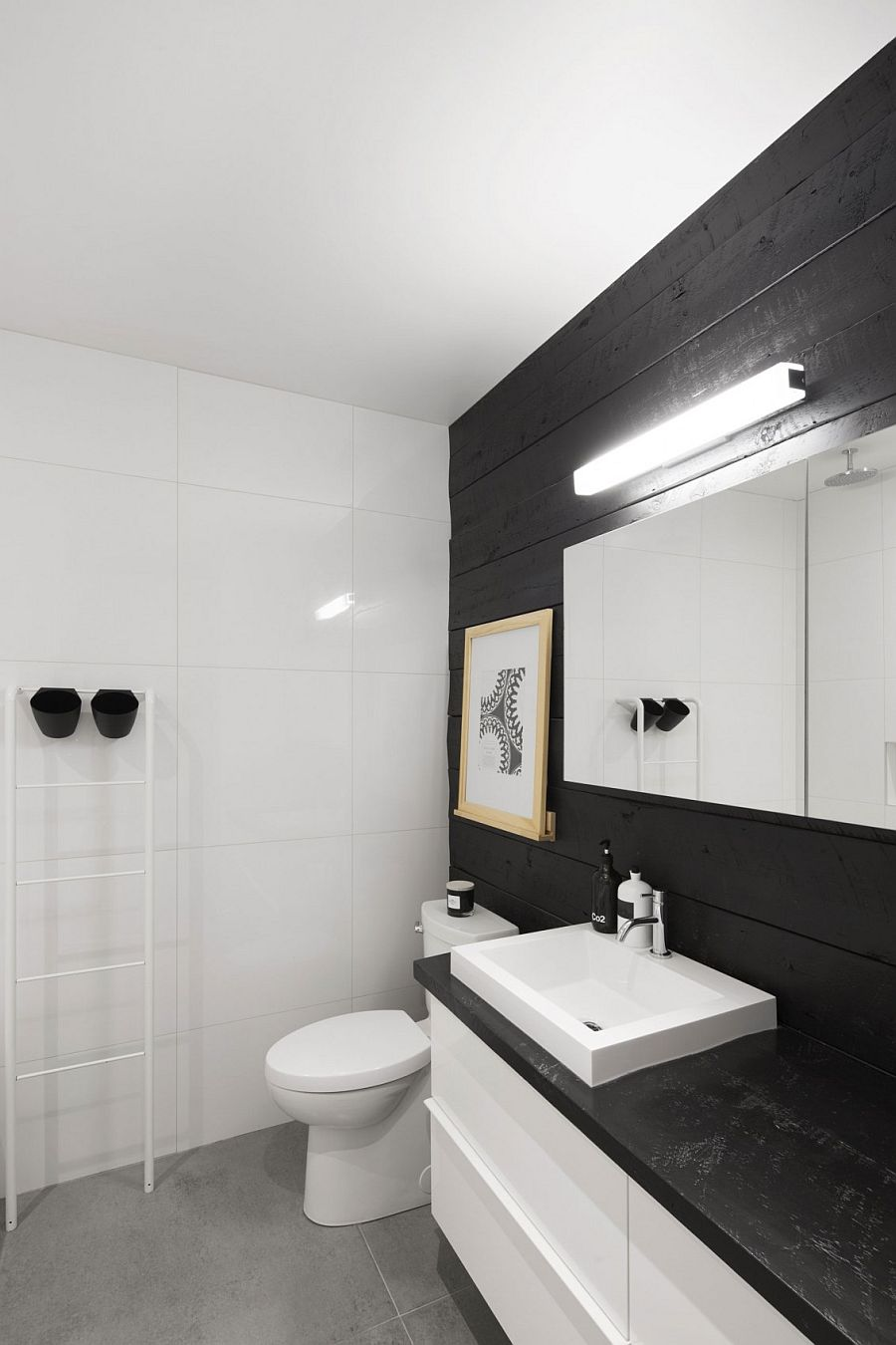 Dark wooden boards add visual contrast to the bathroom