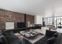 Elegant use of the brick wall in the expansive living room with low ceiling [Design: Domus Nova]