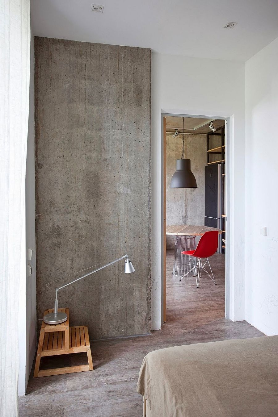 Exposed concrete wall in the bedroom