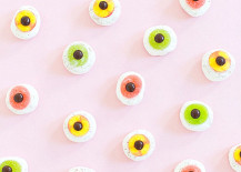Eyeball donuts from Sugar Cloth 217x155 10 Unique Halloween Ideas for Design Lovers