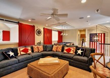 Fabulous beach style living room in red, white and blue