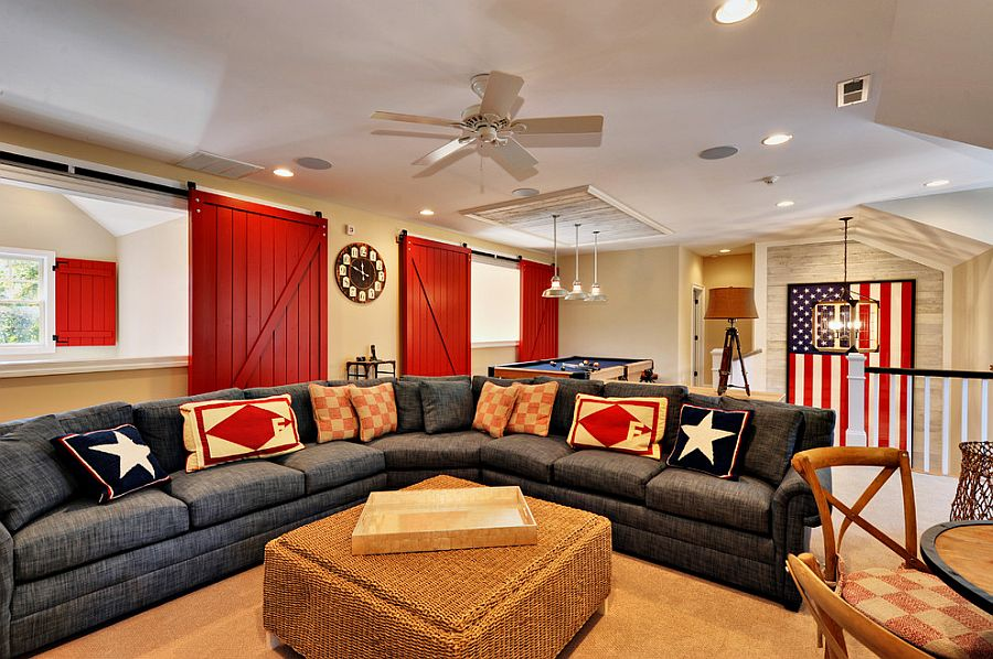 Fabulous beach style living room in red, white and blue [Design: Echelon Custom Homes]