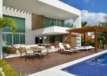 Freestanding-pergola-next-to-the-pool-for-the-contemporary-home-217x155