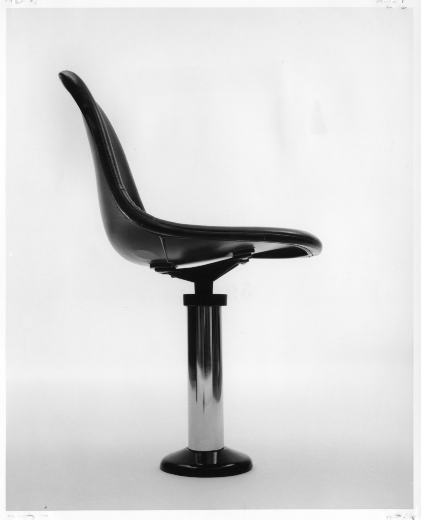 High chair with pedestal-columned base