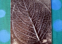 Leaf relief craft to use as wall art 217x155 8 Creative DIY Project Ideas for Using Fall Leaves as Seasonal Wall Art