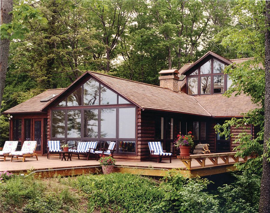 Log cabin deck embraces the natural landscape around it [Design: Allegretti Architects]