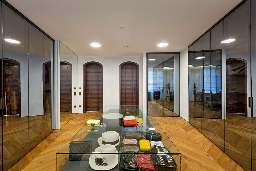 Mirrored wardrobe doors and a central island for the lavish walk-in closet